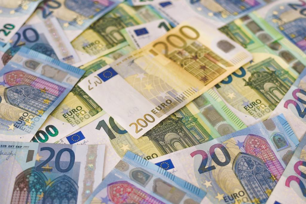 50 and 20 euro banknotes