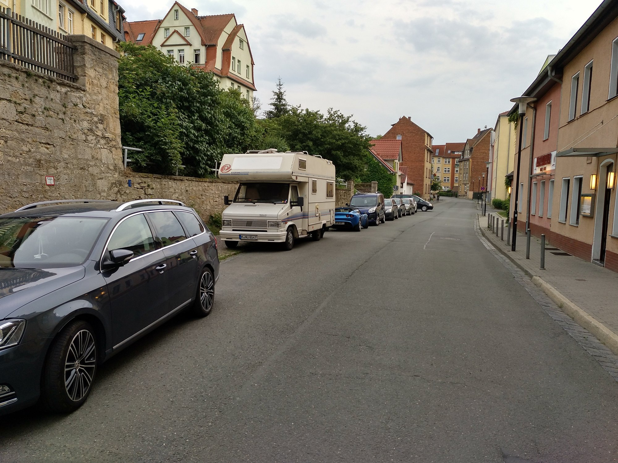 camping-car dans une rue tranquille